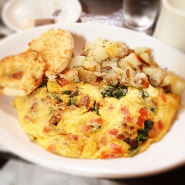 sausage, roasted garlic, tomato, spinach, and goat cheese omelette ...