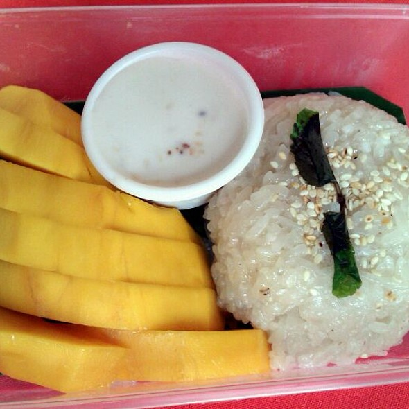 Sticky Rice With Mango @ Salcedo Saturday Market