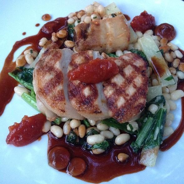 Pork Chop Main - Quatrefoil, Dundas, ON
