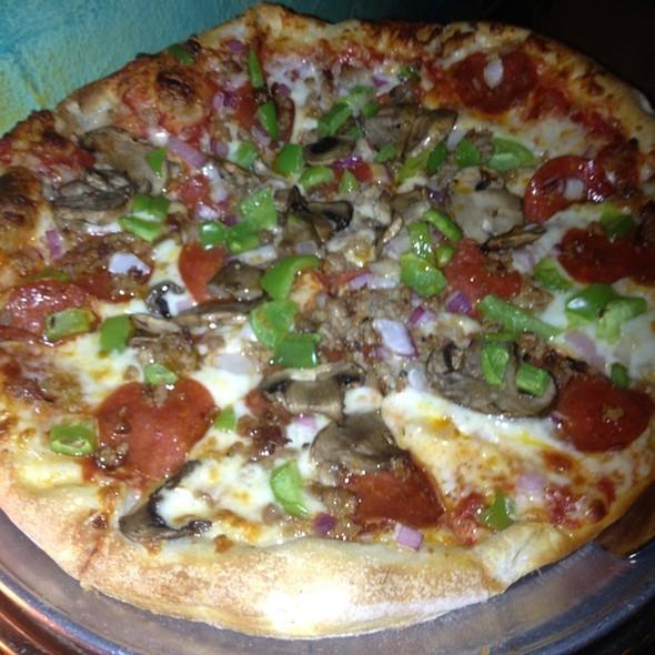 Deluxe Pizza @ Ravenite Pizzaria