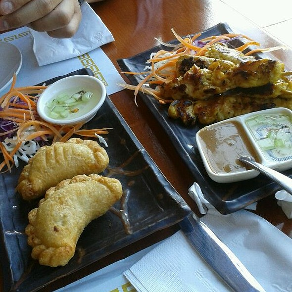 Curry Puffs And Chicken Sataay @ Frankly Thai