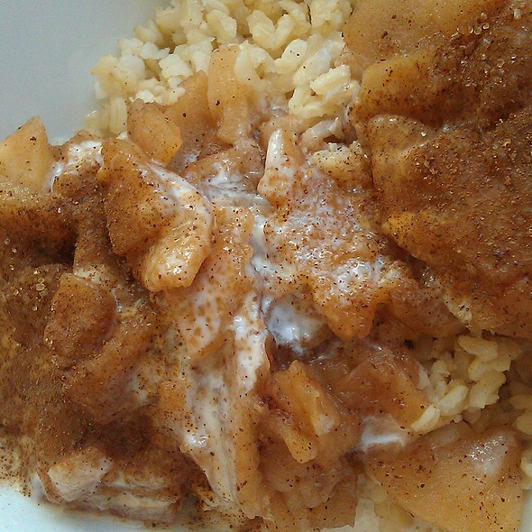 Brown rice with apples and cinnamon at Bar Bioway