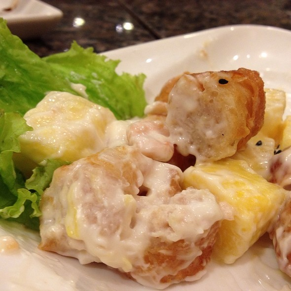 Pineapple And Shrimps Stuffed In Crullers @ Lugang Cafè