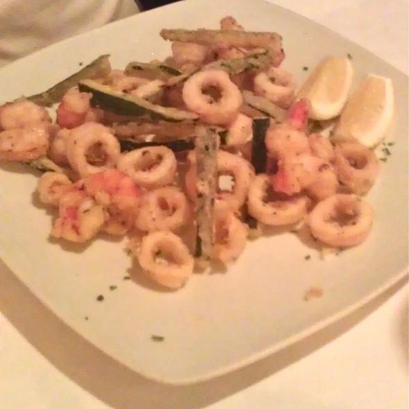 Frittura di calamari e gamberetti @ Caffe Caruso