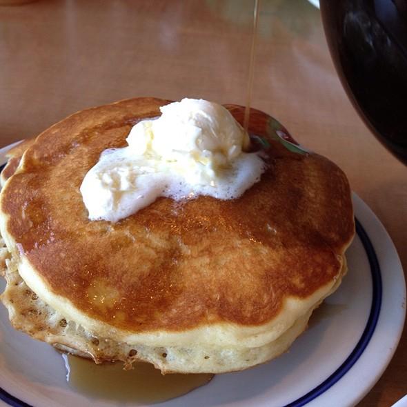 3 Buttermilk Pancakes @ IHOP