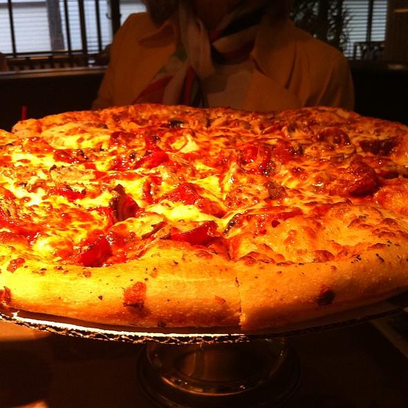 Pepperoni and Mushroom Pizza @ Kruse & Muer on Wilshire