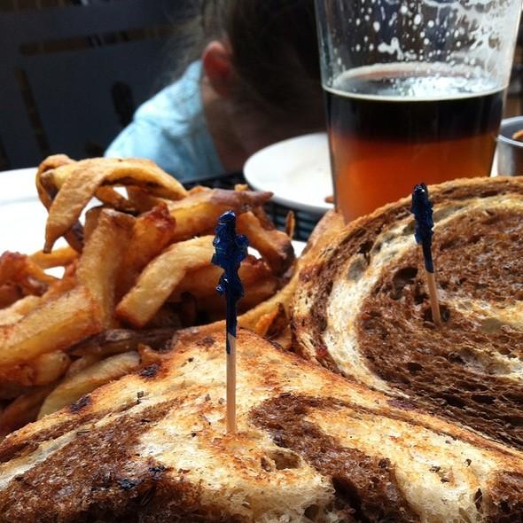 Grouper Sandwich @ Dogfish Head Alehouse