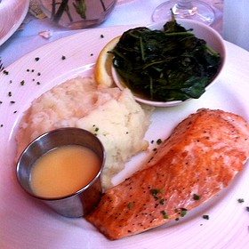 Seared Fresh Atlantic Salmon With Garlic Mashed Potatoes And Spinach