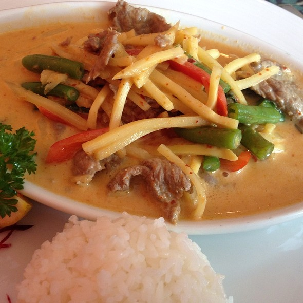 Panang Red Curry With Beef @ Noodii Thai
