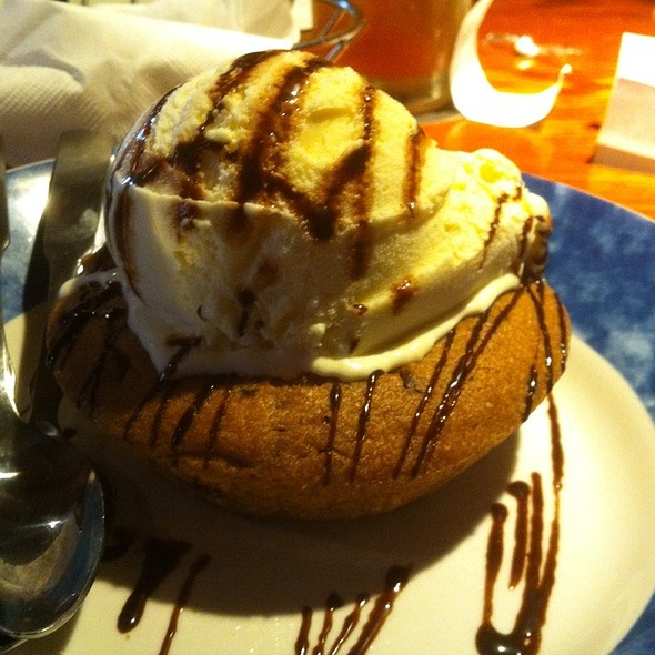 Chocolate Chip Cookie Lava Cake @ Red Lobster