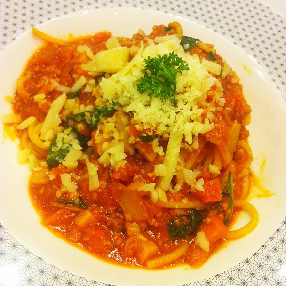 Spaghetti Bolognese @ On the table Tokyo Cafe l Central Ladpraw
