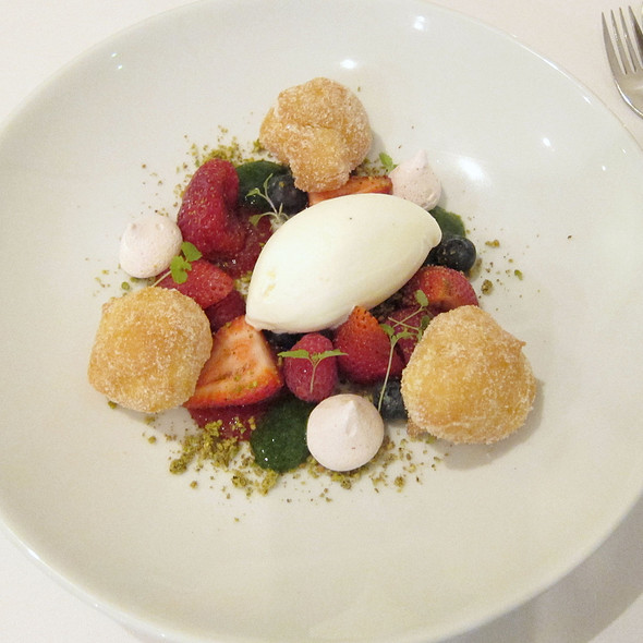 Strawberry and raspberry salad with yoghurt sorbet, vanilla doughnuts and mint emulsion @ Restaurant Assiette