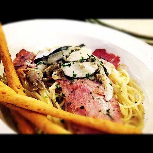 Turkey Pastrami And Mushroom Cream Spaghetti @ Café Publico