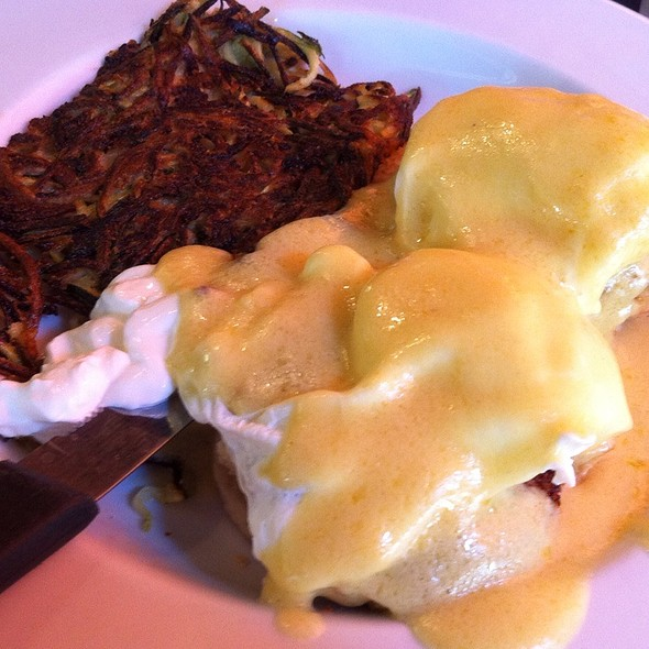 Blue Crab Benedict With Shreds @ Eat