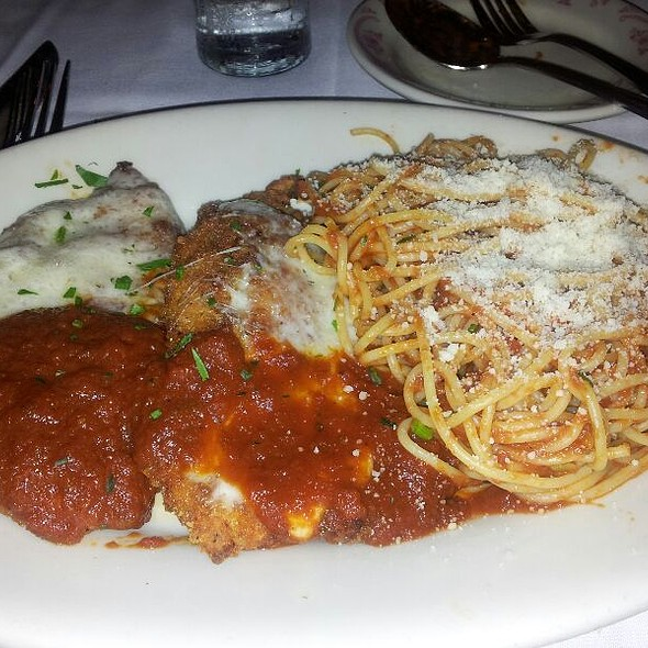 My best friend and I decided to try Maggiano's because of the gluten free pasta. I probably experienced some of the best service I've ever gotten.