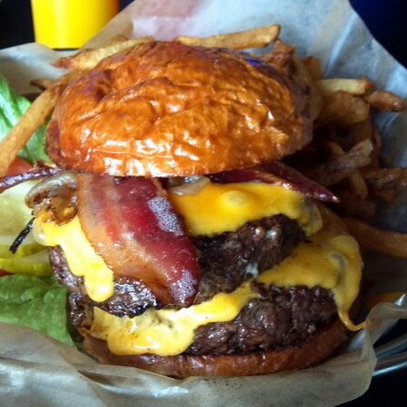 The One Pound Leader Burger @ Leader Bar & Grill