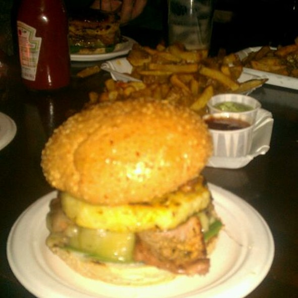 Tom Selleck Burger @ Lucky Chip At The Sebright Arms