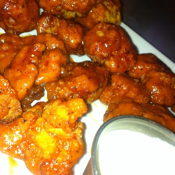 Boneless Wings @ Stuey McBrew's Tavern and Tables