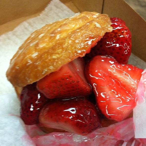 Fresh Strawberry Donut @ Donut Man The