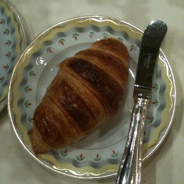 Croissant @ La Galerie, Hotel George V