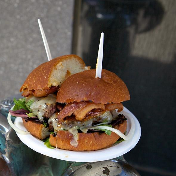 Grassfed Angus Burger @ Frites 'N' Meats