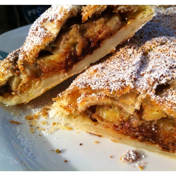 Strudel With Chocolate And Bananas @ Home