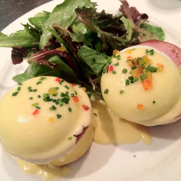 Classic Eggs Benedict @ Sara Beth's