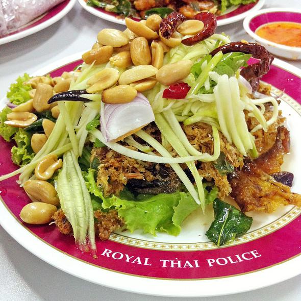 Spicy Deep Fried Minced Catfish Salad | ยำปลาดุกฟู @ โภชนาคาร สํานักงานตํารวจแห่งชาติ