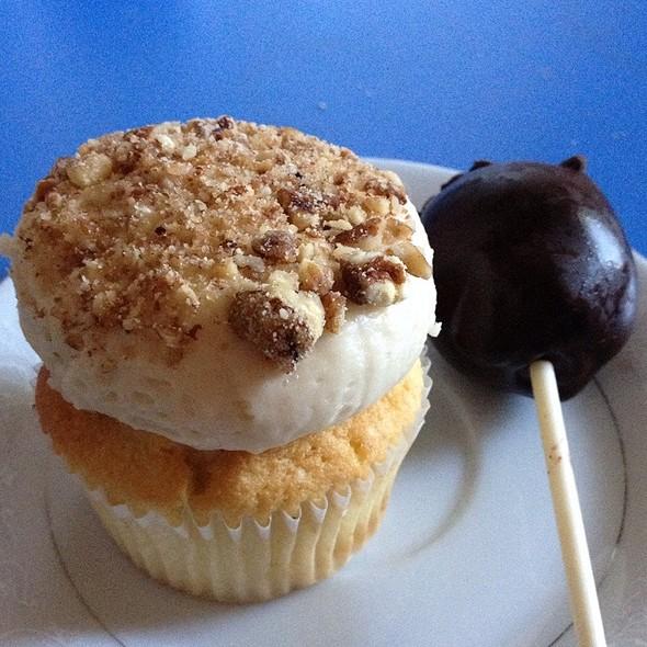 Bourbon Pecan Pie Cupcake & Chocolate Chip Chocolate Cake Pop @ Cupcake