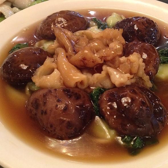 Fish Maw With Chinese Mushroom & Greens @ Western Lake Chinese Restaurant