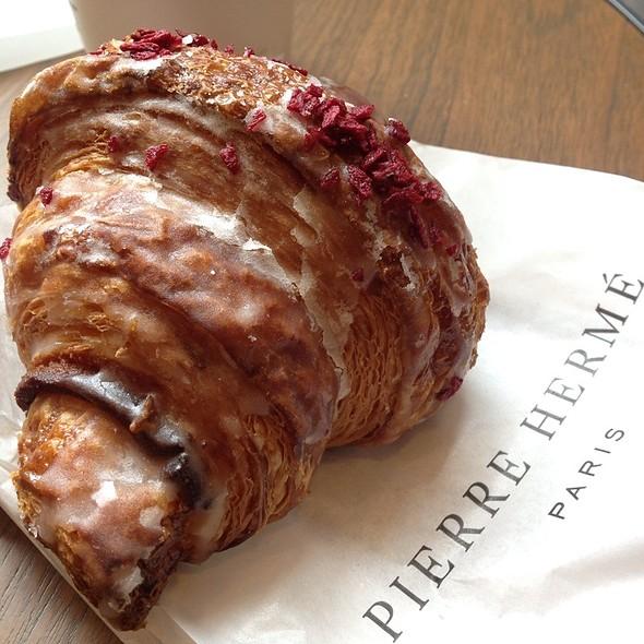 Ispahan Croissant @ Pierre Hermé