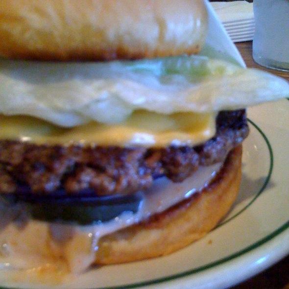 Cheeseburger @ Pie 'n Burger