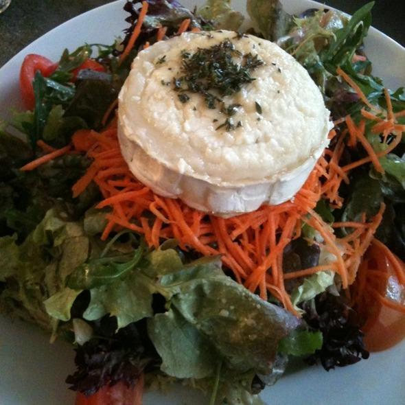 Gemischter Blattsalat mit Ziegenkäse und Thymianhonig Garniert @ ESSZIMMER-FeineKost Feinkost-Weine-Mittagstisch-Catering