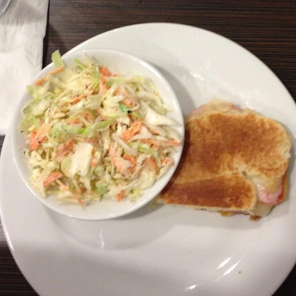 Mozzarella N Tomato Sandwich