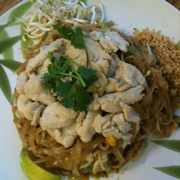 Pad Thai @ Mama's Tai Kitchen