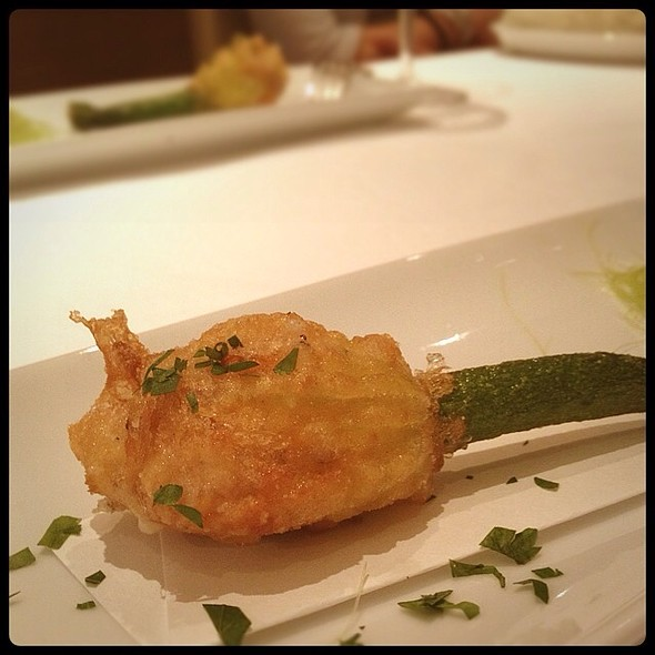 Stuffed Zucchini Flower @ Les dés