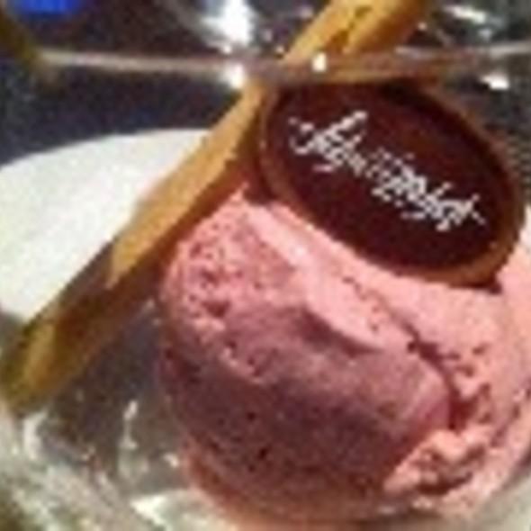 Strawberry Ice Cream @ Schweizerhof Lenzerheide