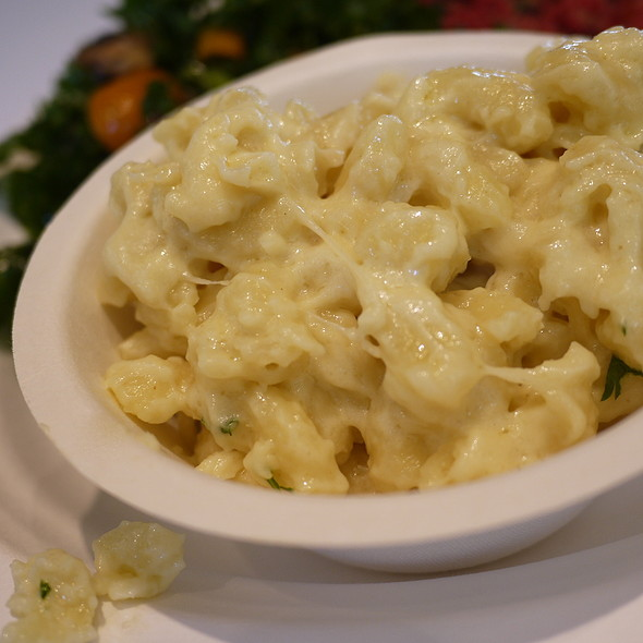 White Truffle Mac N Cheese