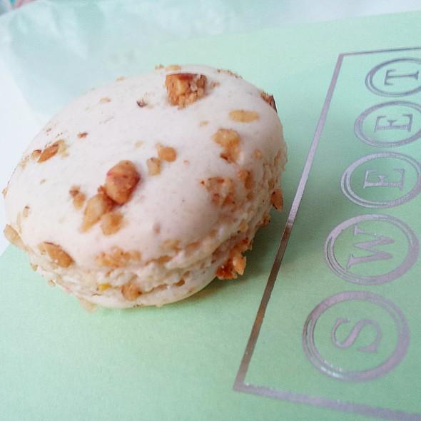 Almond Macaron