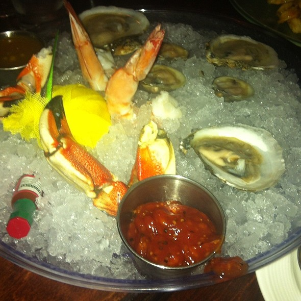 Chilled Seafood Platter @ 709 Point Beach