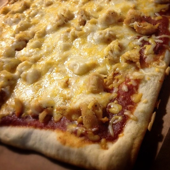 Grilled Chicken Pizza @ Comforts Of Home