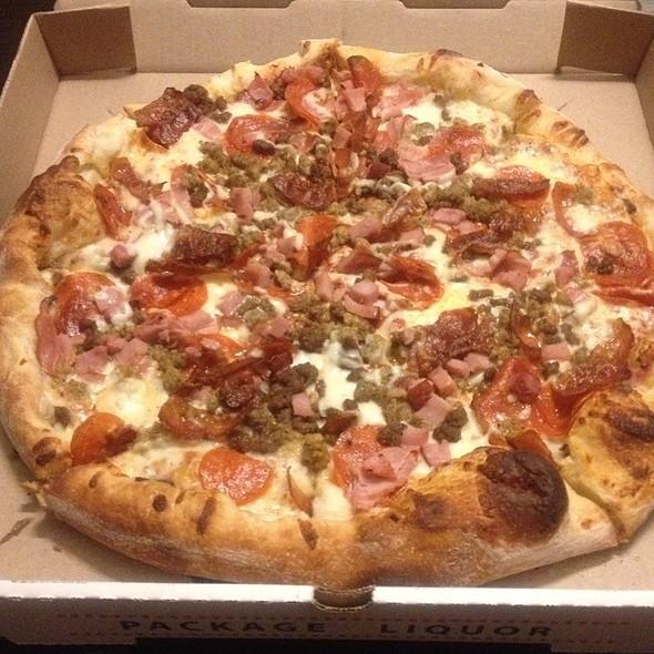 Maurizio's Deluxe - Meat @ Maurizio's Pizza