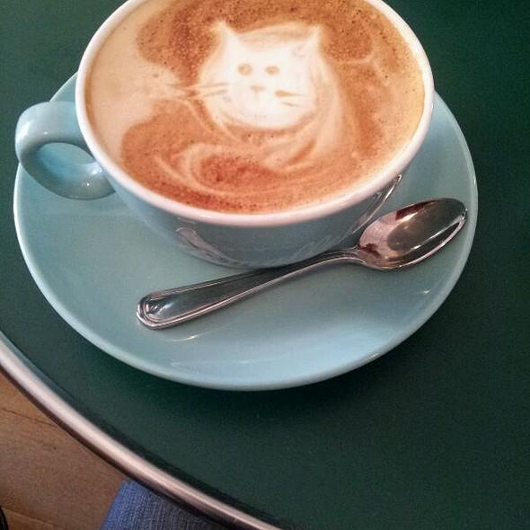 Cappuccino @ Café Madeline
