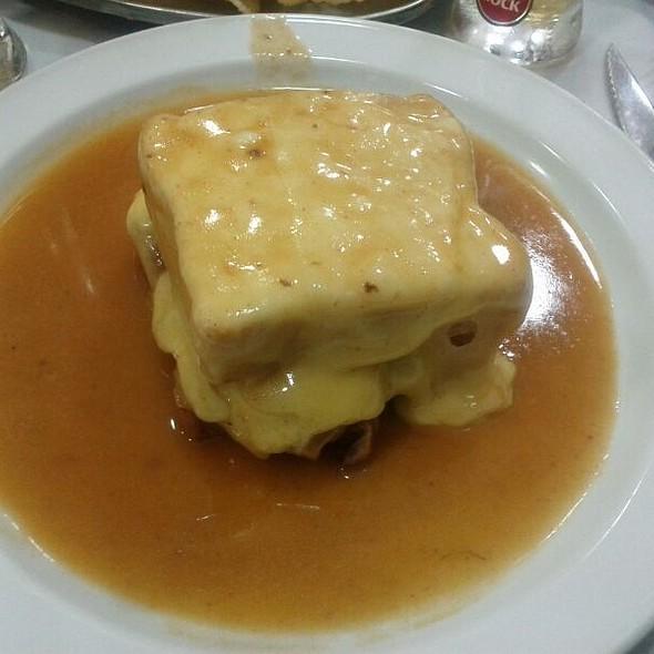 Francesinha @ Restaurante A Regaleira