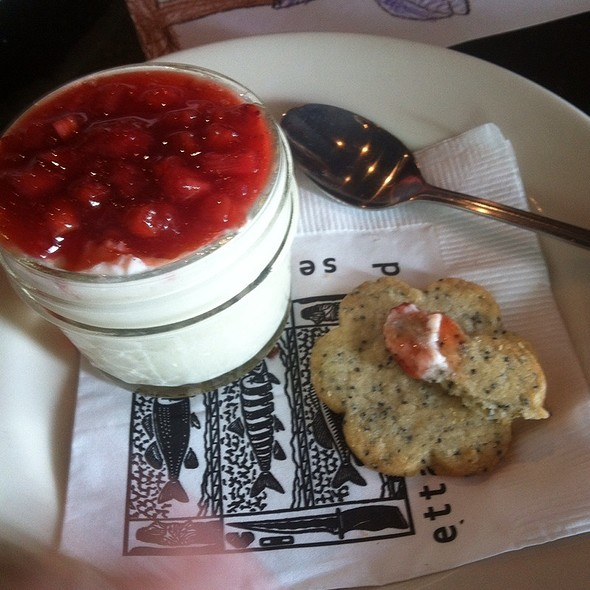Strawberry Panna Cotta @ Etta's Seafood