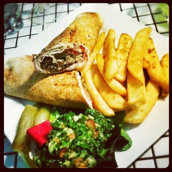 #kafta #kebab #tabouleh #lebanese  #igersbrisbane #igdaily #ignation #igoftheday #iphoneography #iphonesia #iphone3gs #iphoneonly #onlyiphone #instagood #instacool #instagroove #instagramhub #instacrazy #instamood #snapseed @ Rouj