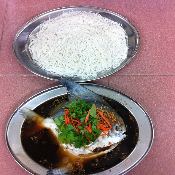 鲳鱼米粉 @ Fish Village Seafood Sdn Bhd