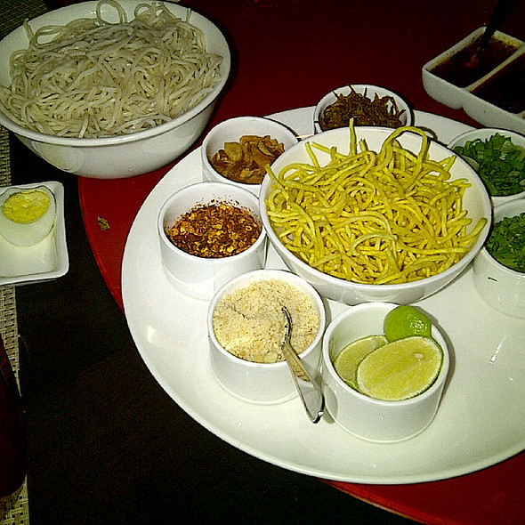 Ohn Nooh Kauekswe (Burmese Chicken Curry Noodles) @ Asia 7