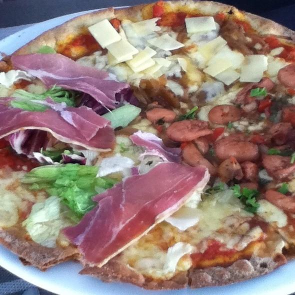Pizza @ Triptico Restaurante
