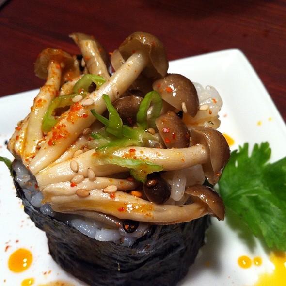 Bunashemeji Mushroom Roll @ Giddy Gastronaut Kitchen